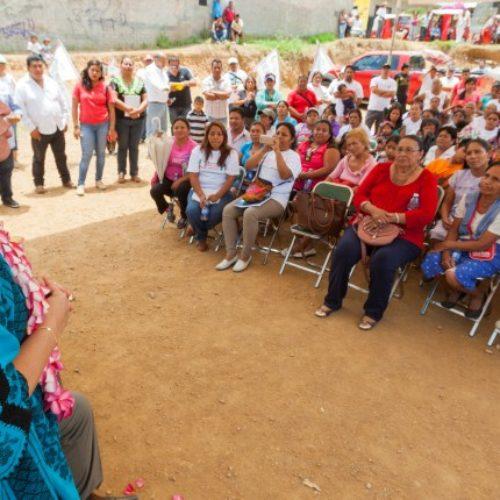 #Oaxaca @TitiRoC @LauraVignonC Es tiempo que nos organicemos y juntos salgamos adelante: Beatriz Rodríguez