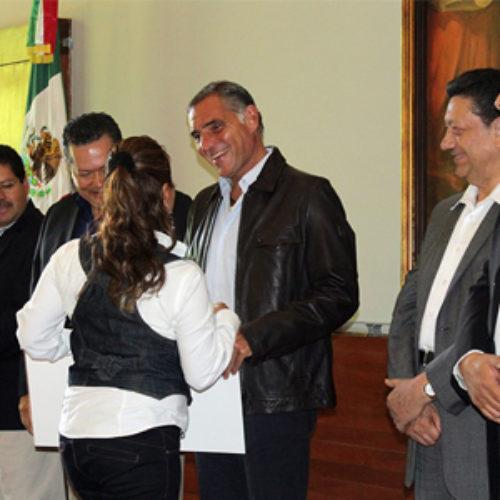 Conmemora Gabino Cué la promulgación de la ley agraria entregando 20 MDP a campesinos de Valles Centrales