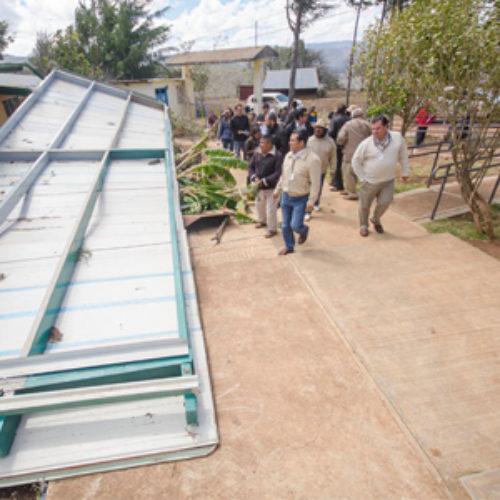 Supervisa IEEPO planteles educativos afectados en la región de la Mixteca, por frentes fríos