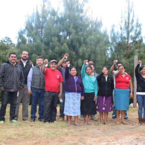 Beneficia CEVI a habitantes de Antonino El Alto, Zimatlán en materia de vivienda