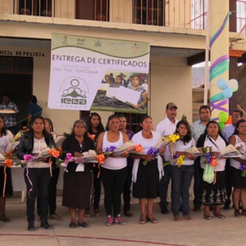 Certifica IEEA a mujeres de Xaagá, Mitla en el Día Internacional de la Mujer