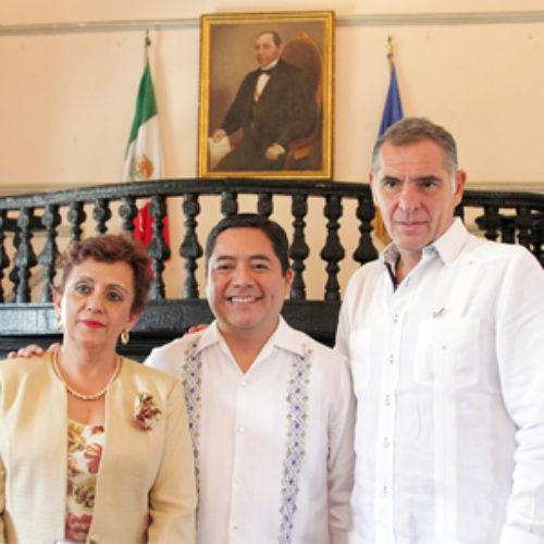 Refrenda Gabino Cué su compromiso con la calidad educativa de la UABJO