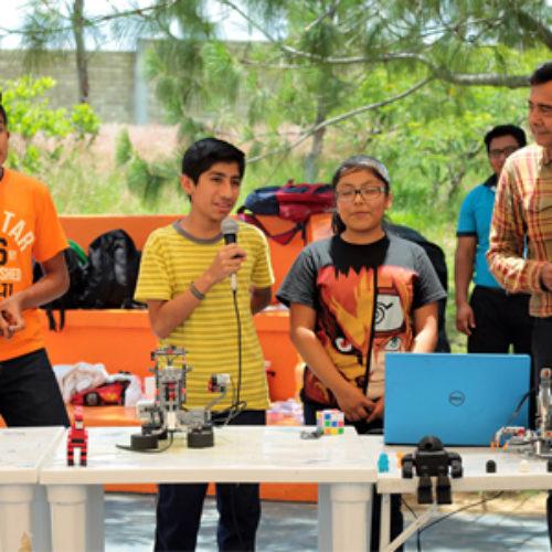 Presentan alumnos destacados prototipos de robótica a niñas y niños del CRIT-Teletón Oaxaca