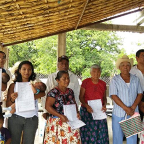 Entrega Registro Civil actas de nacimientos a adultos mayores de Asunción Ixtaltepec y San Dionisio del Mar