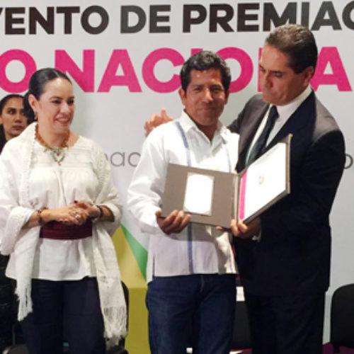 Artesanos oaxaqueños destacan en IV Concurso Nacional Textiles 2016