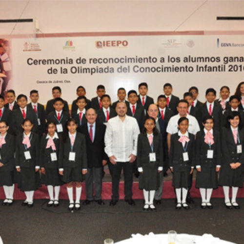Destacan ganadores oaxaqueños de la Olimpiada del Conocimiento Infantil 2016 en su visita a Los Pinos