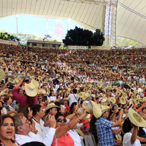 Registra Auditorio Guelaguetza lleno total, pese a actos de protesta