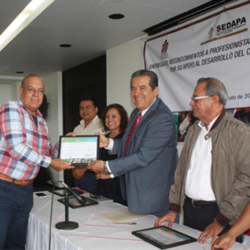 Entrega SEDAPA reconocimientos a profesionistas del campo oaxaqueño