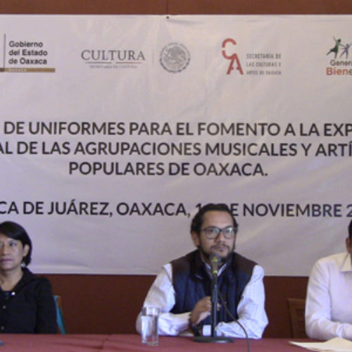 Longevas instituciones musicales reciben nuevos uniformes de la SECULTA