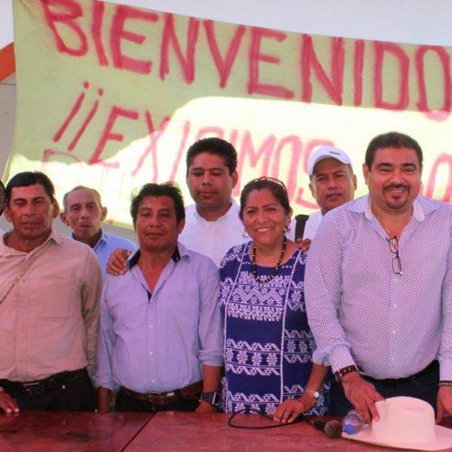 CABILDO JUCHITECO RECIBE EN SANTA MARÍA DEL MAR, AL SECRETARIO DE GOBIERNO ALEJANDRO AVILÉS ÁLVAREZ, DONDE ENTREGO DIFERENTES APOYOS A LA COMUNIDAD