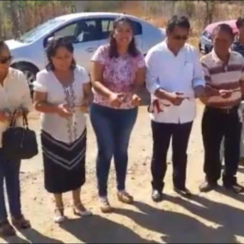 EL PRESIDENTE MUNICIPAL DE JALAPA DEL MARQUÉS EN COORDINACIÓN CON LA REGIDORA DE OBRAS, PROFESORA DENISSE LÓPEZ ESCOBAR Y EL PRESIDENTE DE BIENES COMUNALES INAUGURAN ACCESO AL BARRIO DE LAS MARGARITAS.