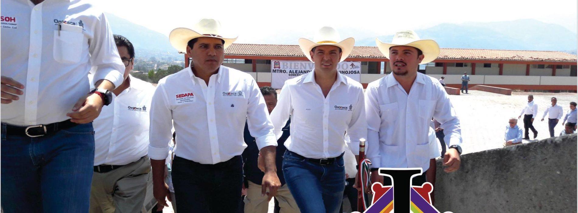 EL MTRO. ALEJANDRO MURAT HINOJOSA, GOBERNADOR DE OAXACA Y EL PRESIDENTE MUNICIPAL DE JUXTLAHUACA MTRO. NICOLAS FERIA ROMERO, ANUNCIAN LA APERTURA DE LA UNIVERSIDAD REGIONAL DE LA MIXTECA