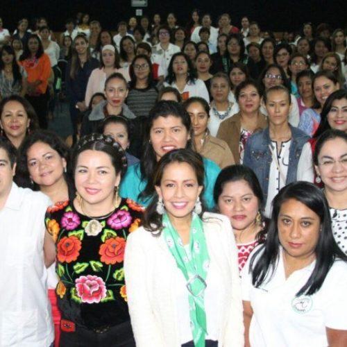 Celebra Mariana Benítez participación de oaxaqueñas en Escuela de Mujeres Priistas.