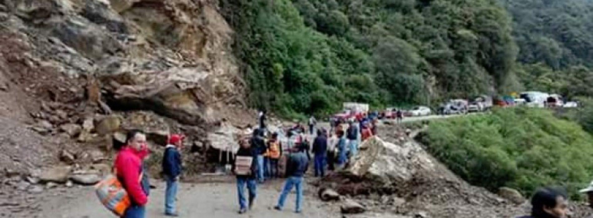 Pide autoridades extremar precauciones por desgajamiento de un cerro en la Cañada.