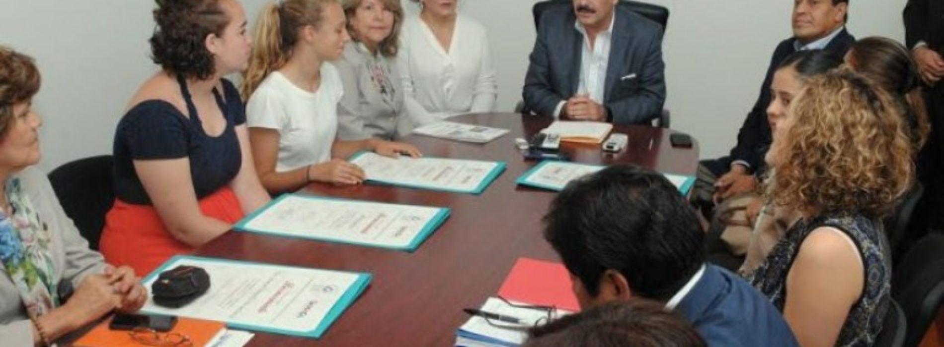 Reconoce Hernández Fraguas a estudiantes de la ciudad Palo Alto, California.