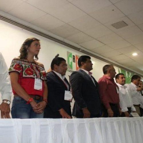 Preside Yarith Tannos mesa de trabajo en asamblea estatal de PRI