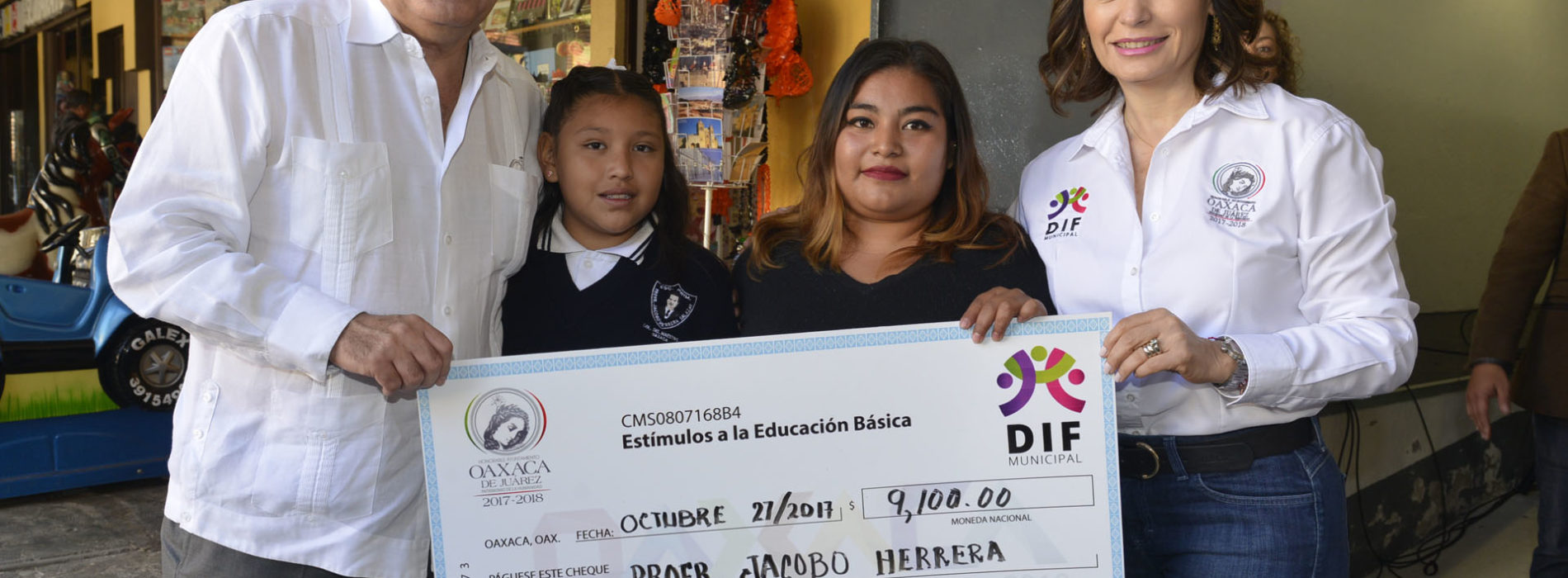 """Entrega Hernández Fraguas """"Estímulos a la educación básica"""""""