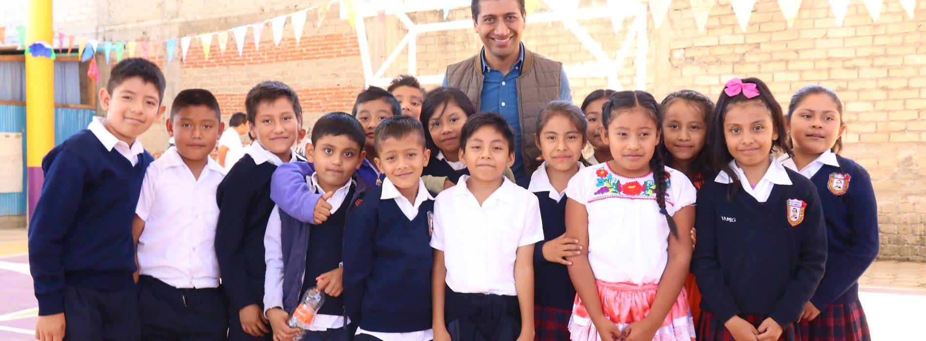 Brindar espacios educativos dignos a la niñez xoxeña, mi compromiso: ALJ